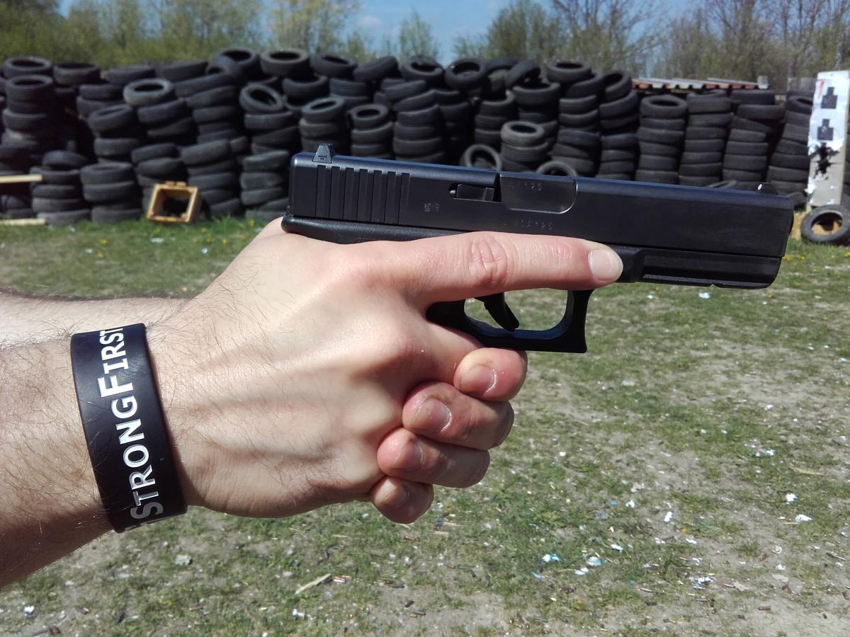 Michal a nácvik držania pištole