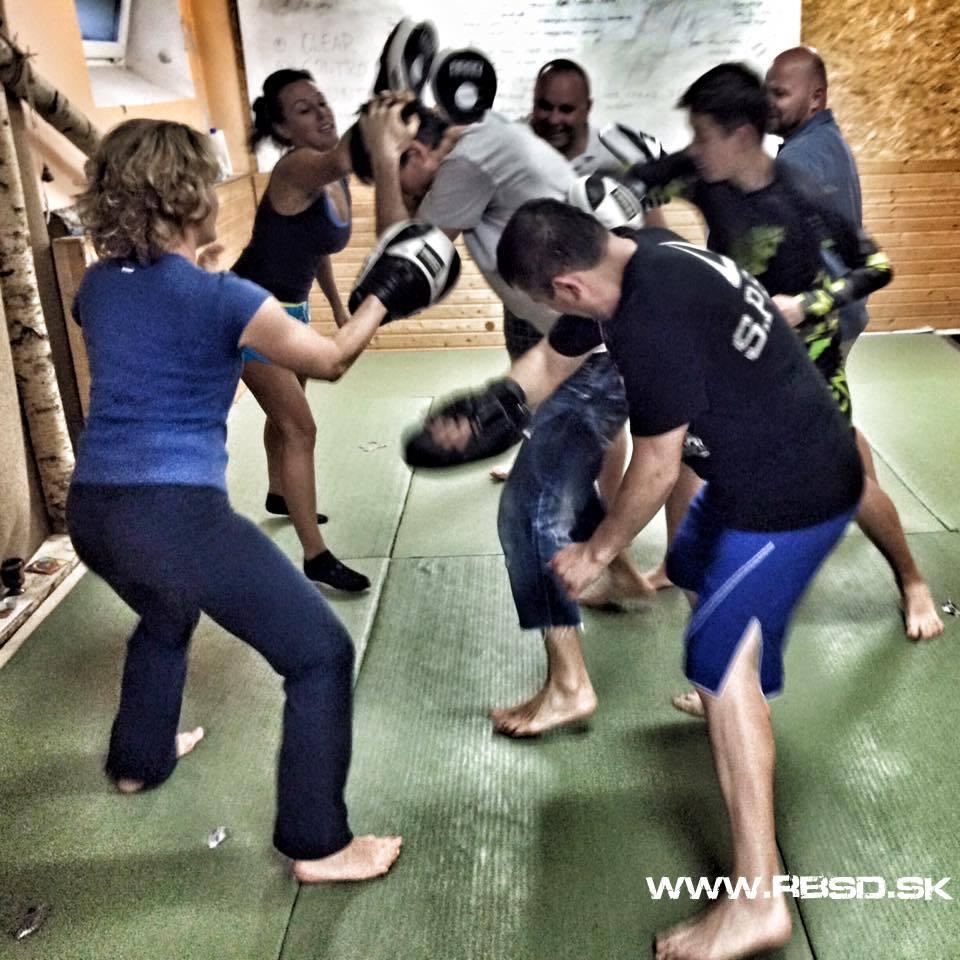 Ukážka z tréningu - stress testing - emočná, psychická a fyzická záťaž pred samotnou konfliktnou situáciou.